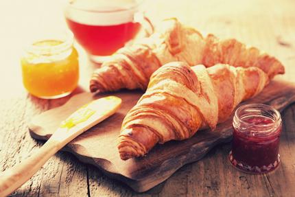 کروسانتهای صبحانه / Croissants On Breakfast