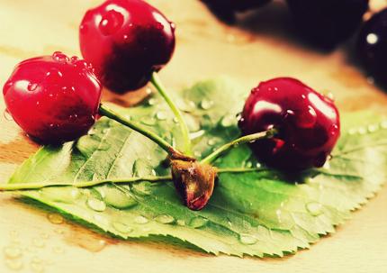 گیلاسهای خوشمزه / Delicious Cherries