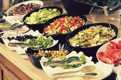 غذای بوفه در رستوران لوکس با میوهها و سبزیجات رنگارنگ / Buffet Food In Luxury Restaurant With Colorful Fruits And Vegetables