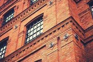 ساختمان آجری قدیمی / Old Brick Building