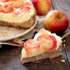 کیک سیب با گل رز، خشکبار و خامه / Apple Cake With Roses, Nuts And Cream